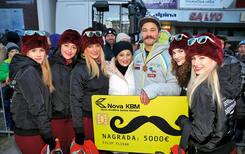 Na vseh večjih  prireditvah Ana  Žvorc s svojimi  hostesami poskrbi  za lepši del. (foto: Mediaspeed)