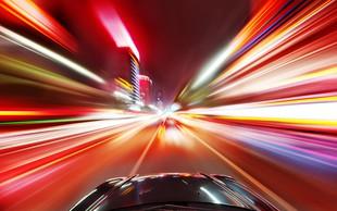 Nam nekoč morda lahko uspe potovati s svetlobno hitrostjo?