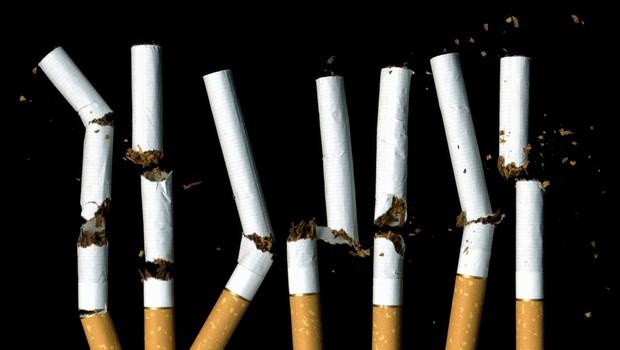 Delež odraslih kadilcev ostaja enak, a povprečno pokadijo cigareto manj (foto: profimedia)