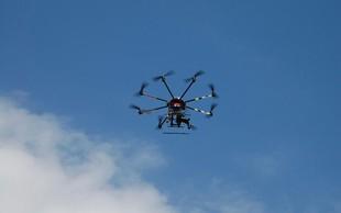 Na letališču v Frankfurtu zaradi drona začasno ustavili promet