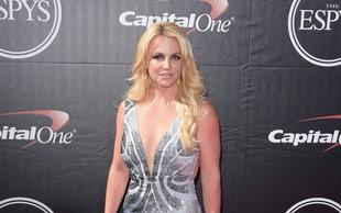 Britney Spears v objemu fanta: Očitno ji gre na bolje!