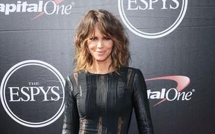 Halle Berry navdušuje z modno izbro in s svojo čudovito postavo