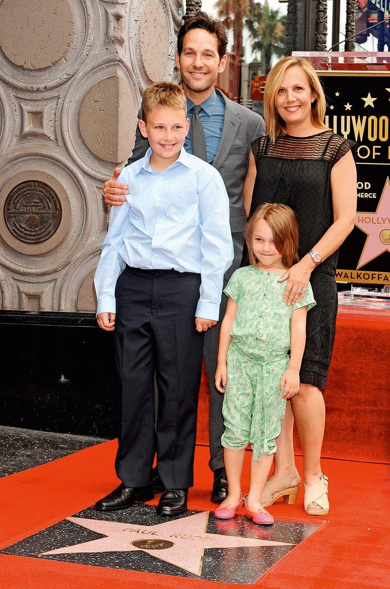 Simpatični igralec ima z ženo Julie Yaeger sina Jacka Sullivana in hčerko Darby, ki pa ne gledata njegovih filmov.