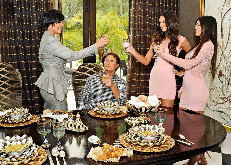 S hčerkama Kendall in Kylie.