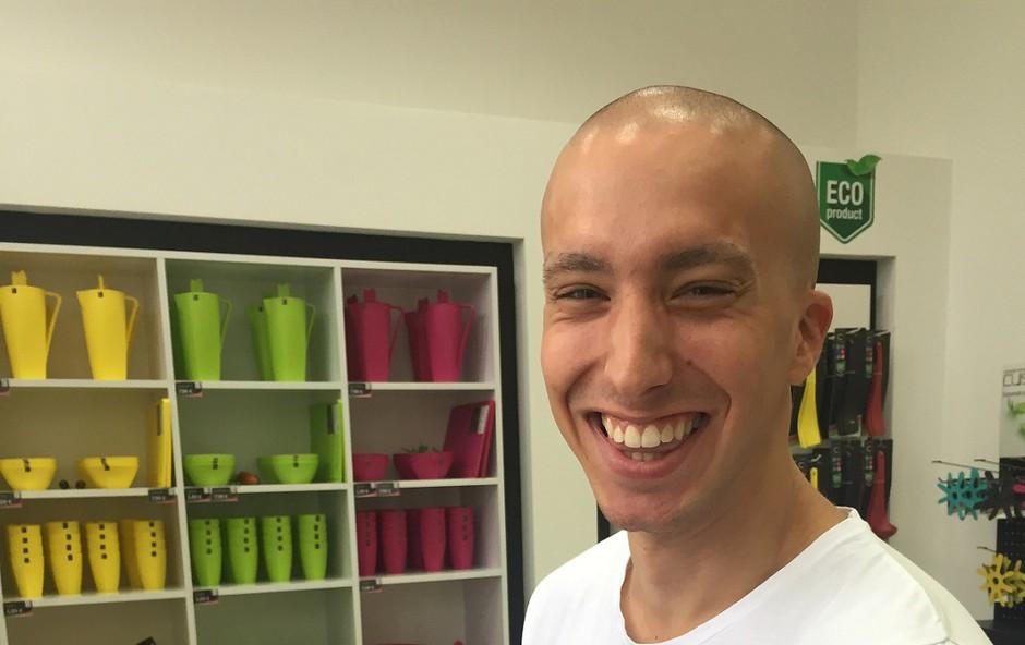 Filip Kržišnik, F&B Acrobatics, je z veseljem podpisal lonček iz linije Contessa, podjetja Plastika Skaza (foto: Plastika Skaza)