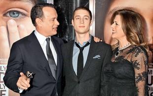 Tom Hanks sinu navkljub vsemu stoji ob strani!