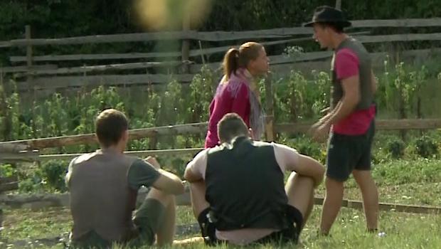 Na kmetiji vre! Stres je načel odnos med Marušo in Fakijem! (foto: Planet TV)