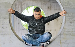 Omar Naber: Dekleta imajo raje nenavadne fante