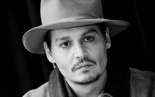 Dobrodelni Johnny Depp je polepšal praznike otrokom v bolnišnicah!