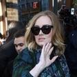 Adele je dovolj sive miške, da je varna pred paparaci