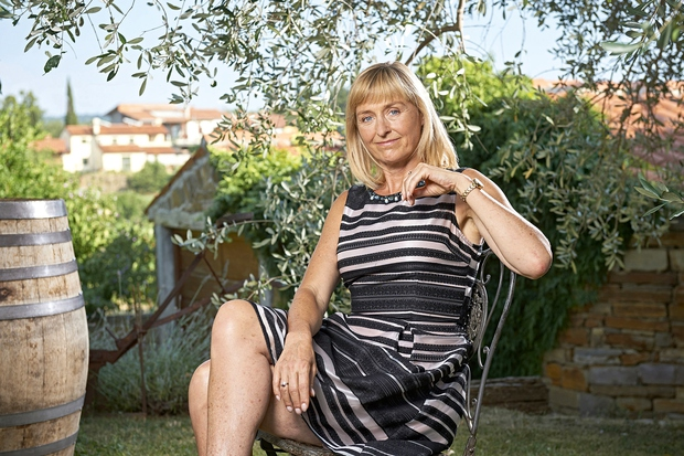"""Igralka Judita Zidar je upodobila že številne izjemne ženske like, trenutno pa Slovence navdušuje v vlogi materinske in tople Vere Rozman v Usodnem vinu. """"Za srečo svojih bližnjih bi šla tudi v cirkus krotit leve,"""" je nekoč o svojem liku povedala igralka, ki je tudi sama že izbojevala prenekateri boj.  (foto: Tomo Jeseničnik/POP TV)"""