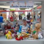 Na Cityparkovem otroškem bazarju igrač so sodelovali otroci  stari od 7 do 14 let (foto: Mare Vavpotič)