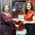 Manca Izmajlova: Ruska torbica v muzeju torbic