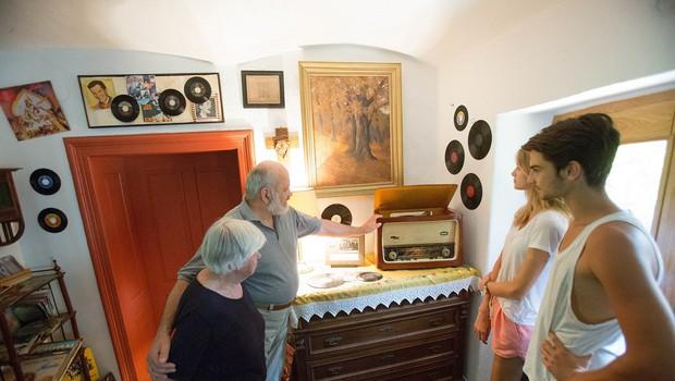 Malči in Marko Samec z Domačije spominov bosta tudi letos razkazovala zbirko spominov (foto: Matej Povše)
