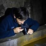 Gregor Aljančič, ki nadaljuje delo svojega očeta, se s črno ribico veliko ukvarja.   (foto: Igor Zaplatil in Gregor Aljančič)