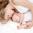 Spanje z dojenčkom: Zakaj koristi tudi mami