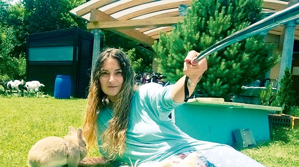 Tia Anna Paynich: Ima svoj mali živalski vrt