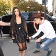 Po Gigi Hadid je bil poljuba na zadnjico deležna še Kim Kardashian