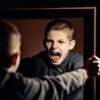 Nasilje med domačimi stenami: Ko starša udari otrok!
