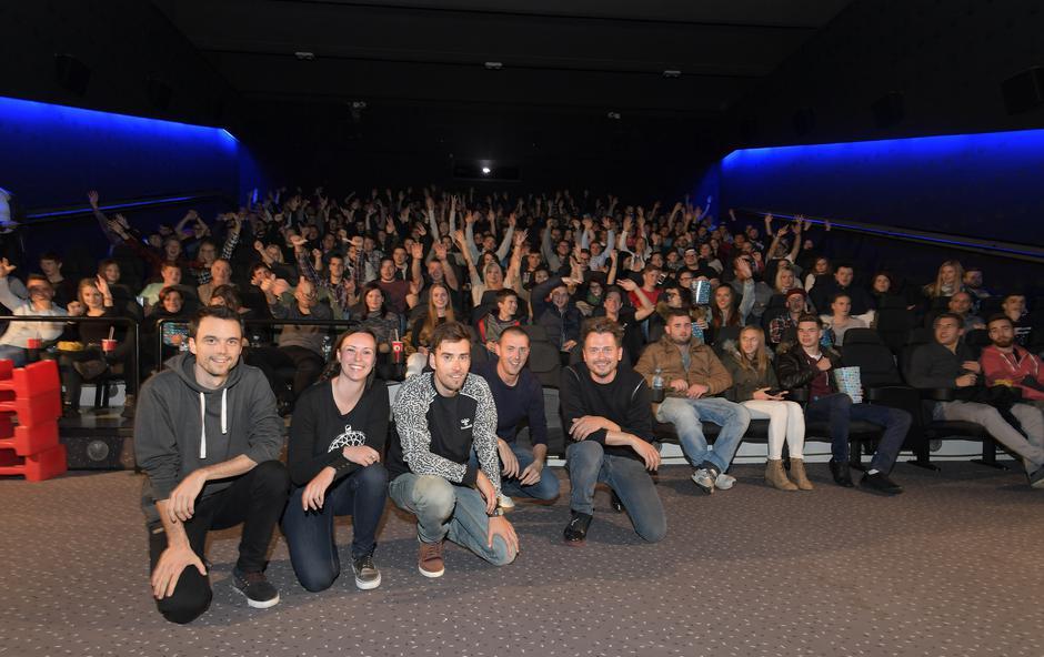 Satirična komedija Pr'Hostar razprodala premiero (foto: Marko Pigac)
