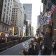Na sobotnih njujorških protestih tudi Michael Moore