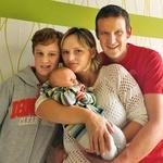 Milena z možem in sinovoma Žanom in malim Aleksom. (foto: shutterstock, osebni arhiv)