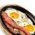 Ketogena dieta? To je tista dieta za vitkost in zdravje, pri kateri uživate maslo, ocvirke, jajca in ribe! Resno!