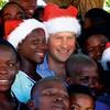 Princ Harry v Afriki s fundacijami pomaga tudi otrokom in gradi šole.