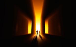 Smrt v svet živih prinaša pridih večnosti in brezmejnosti