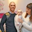 Tibor Baiee in Ana Hrovat sta ponosno predstavila svojo hči Noemi