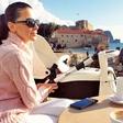 Iris Mulej s hčerko Isabello nastavlja lica soncu v Črni gori