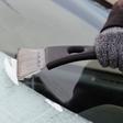 Slovenijo bo zajel polarni mraz! Vozniki, čistite zaledenela stekla!