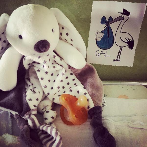 S to fotografijo je mladi očka danes na Instagramu oznanil veselo novico.