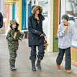 Angelina Jolie je z otroki brezskrbno uživala na snegu