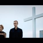 Kristjan (Denys Bilash) s sestro (Valentina Plaskan) na očetovem grobu. (foto: Osebni arhiv, PR material)