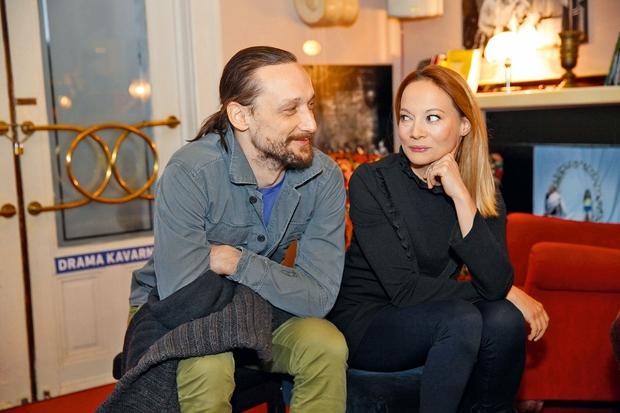 Igralca Marko Mandić in Viktorija Bencik Emeršič stavita na mir (foto: Helena Kermelj, Peter Uhan)