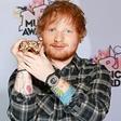 Ed Sheeran je izdajo dveh pesmi prestavil zaradi Donalda Trumpa