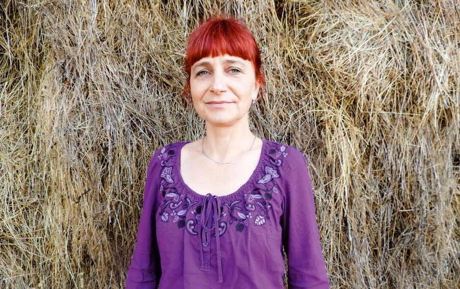 Bogato ljudsko znanje o rastlinstvu nam v tem globaliziranem svetu pomaga ohraniti stik z naravo, meni etnobiologinja Vlasta Mlakar. (foto: Liljana Jantol Weber, dokumentacija Slovenskega etnografskega muzeja)
