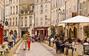 Raziskava: Francozi neprimerno večkrat pri rdeči prečkajo cesto kot Japonci!