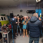 Matej Špehar nazdravil s podporniki VW hippie vana, ki bo postal #BeerBulli! (foto: Beer Bully Press)