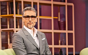 Jan Plestenjak  v novi podobi: Očala, brada in brki pa je še vedno privlačen