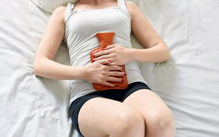 Kako omiliti bolečine med menstruacijo?