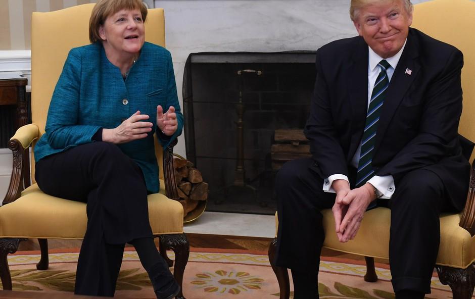 Trump in Merklova v nerodni situaciji glede rokovanja (foto: profimedia)