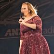 Je Adele res noseča?