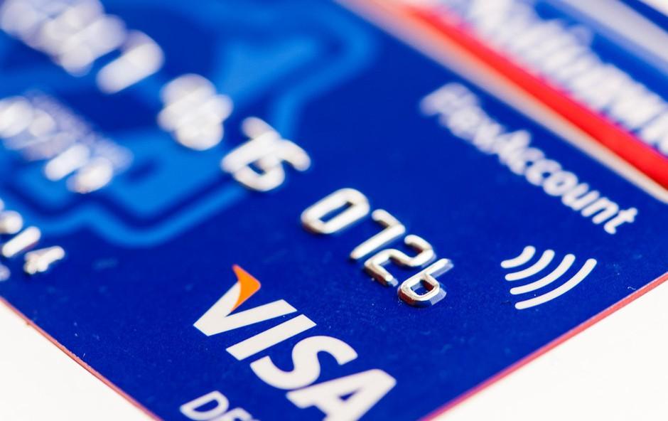 Brezstične kartice: Ene navdušuje preprosto plačevanje, druge skrbijo zlorabe! (foto: profimedia)