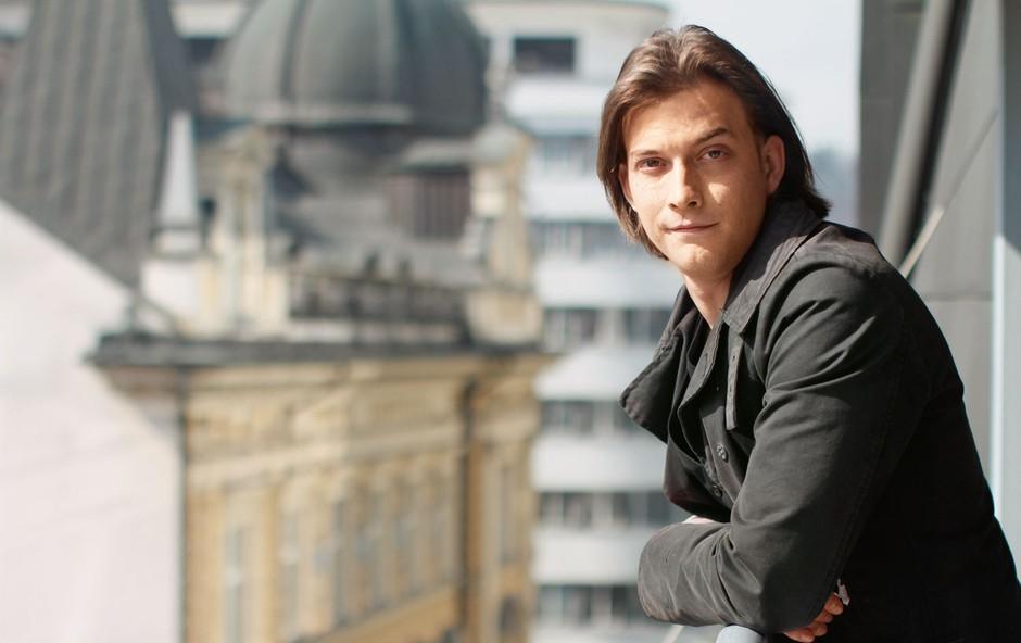 Igralec Filip Samobor - dokaz, da rek o jabolku in drevesu drži! (foto: Goran Antley)