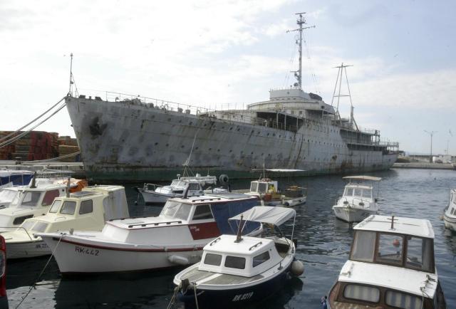 Nekdanjega Titovega Galeba bodo v Reki restavrirali z denarjem EU (foto: Hina/STA)