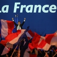 Svet pozorno spremlja volitve v Franciji: v drugi krog gresta Macron in Le Penova!