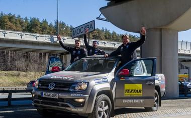 Postavljen je nov svetovni rekord: Od Dakarja do Moskve v 3 dneh, 4 urah in 54 minutah!