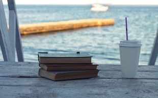 3 odlična branja o razhodu, ljubezni in iskanjih sebe, ki jih gre prebrati še to poletje!